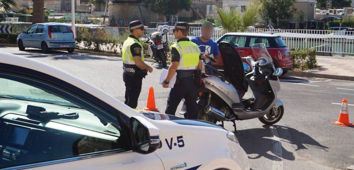 La Policia de Cullera salva la vida d'un home en parada cardíaca