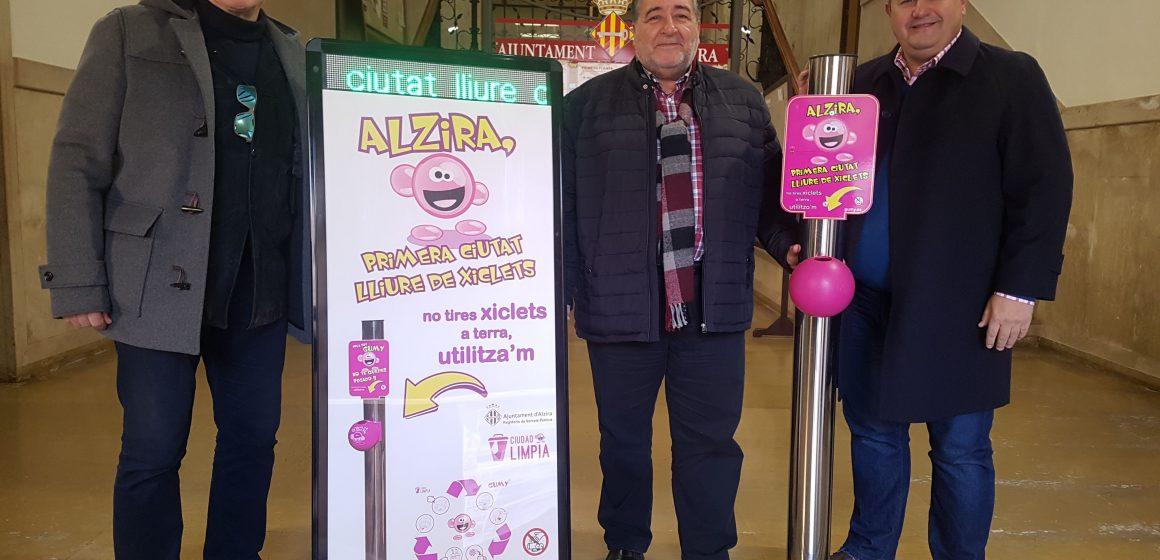 Alzira vol una ciutat neta de xiclets