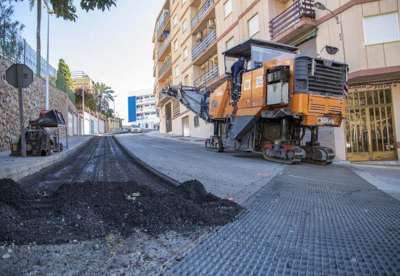 Cullera asfalta 35.000 metres de carrers amb mig milió