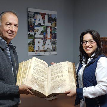 Alzira restaura un manuscrit de l'Arxiu Municipal de 1573