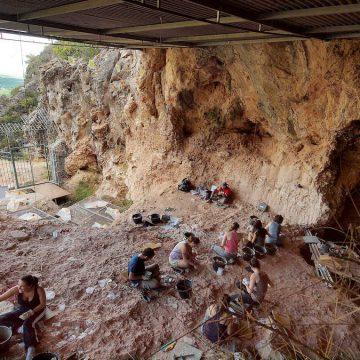 La cova del Bolomor celebra 30 anys d'excavacions i investigacions a Tavernes