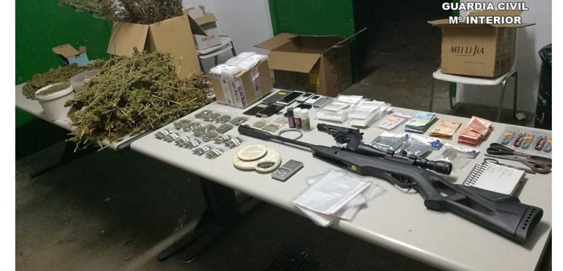 Quatre detinguts per venda de marihuana a Pego
