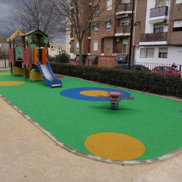 Ontinyent millora la zona dels jocs del parc Jaume I al barri del Llombo