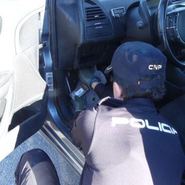 Un home amb ordre de presó intenta fugir a Eivissa des de Gandia