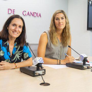 Dones esportistes d'elit conten en Gandia la seua experiència al futbol i el bàsquet