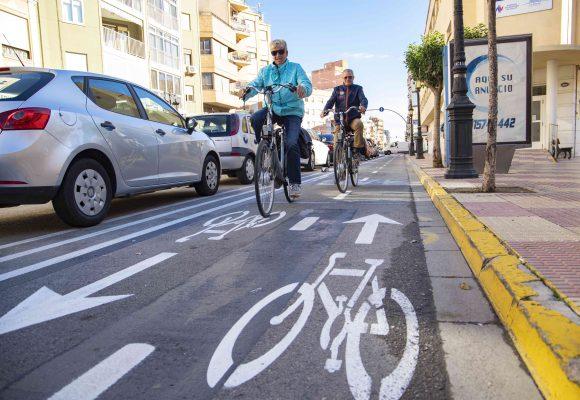La nova ordenança de vies ciclistes reforça la seguretat entre les persones usuàries, vehicles i vianants de Cullera