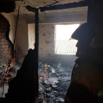 Un incendi provoca danys estructurals en un habitatge d'Algemesí