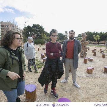 Gandia recupera arbres calcinats per a crear una zona de jocs infantils al Parc del País Valencià
