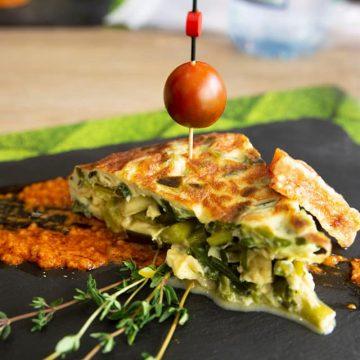 Cinc restaurants lluiten per fer la millor truita d'alls tendres de Xàtiva