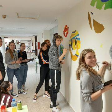 L'alumnat de l'IES Josep de Ribera ompli de color l'àrea de pediatria de l'Hospital de Xàtiva