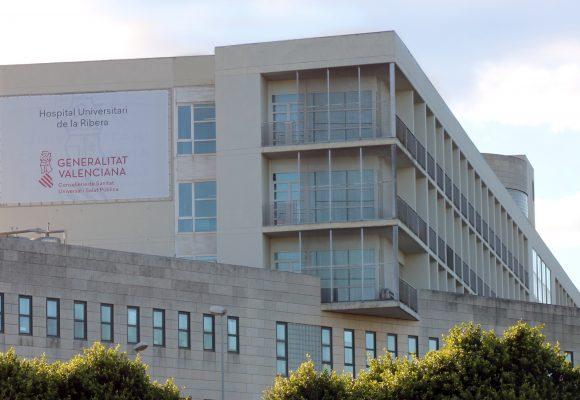 El Departament de Salut de la Ribera posa en marxa «Biblioteques inquietes» per al personal sanitari