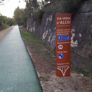Instal·lada la senyalètica de la Via Verda d'Alcoi