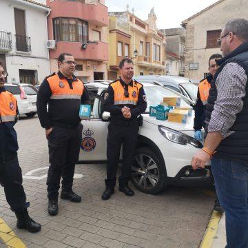 Xeraco rep mascaretes i guants de Protecció Civil Oliva per protegir-se de l'coronavirus