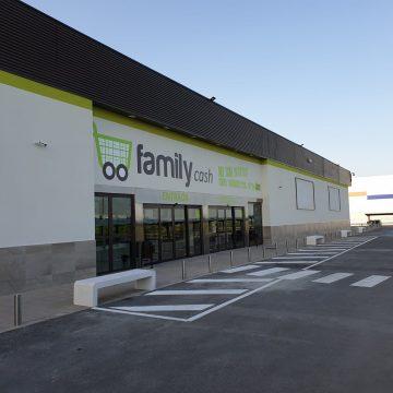 Family Cash ingressa 33 milions amb la venta de set hipermercats on seguirà com arrendatari