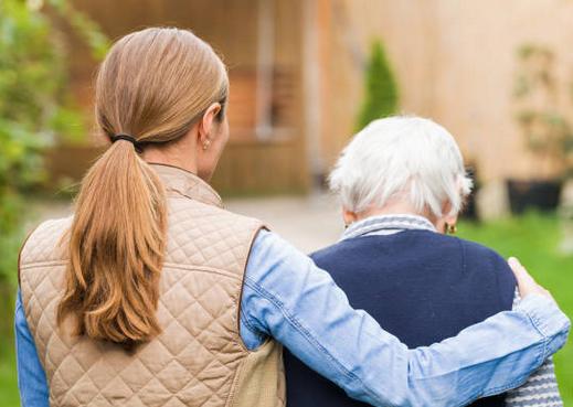 Alcoi fa seguiment telefònic a les persones majors de 65 anys que viuen soles