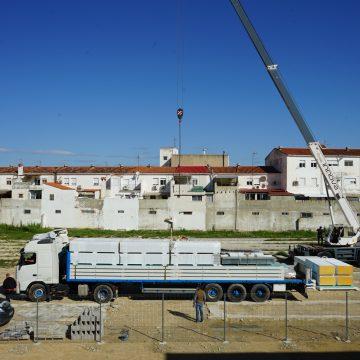 Comença la instal·lació de l'aulari temporal del CEIP Elías Tormo d'Albaida