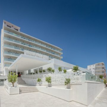 """La cadena hotelera Magic Costa Blanca aposta per la qualitat i la tecnologia en el seu programa """"Safety First"""" per a oferir les vacances més segures"""
