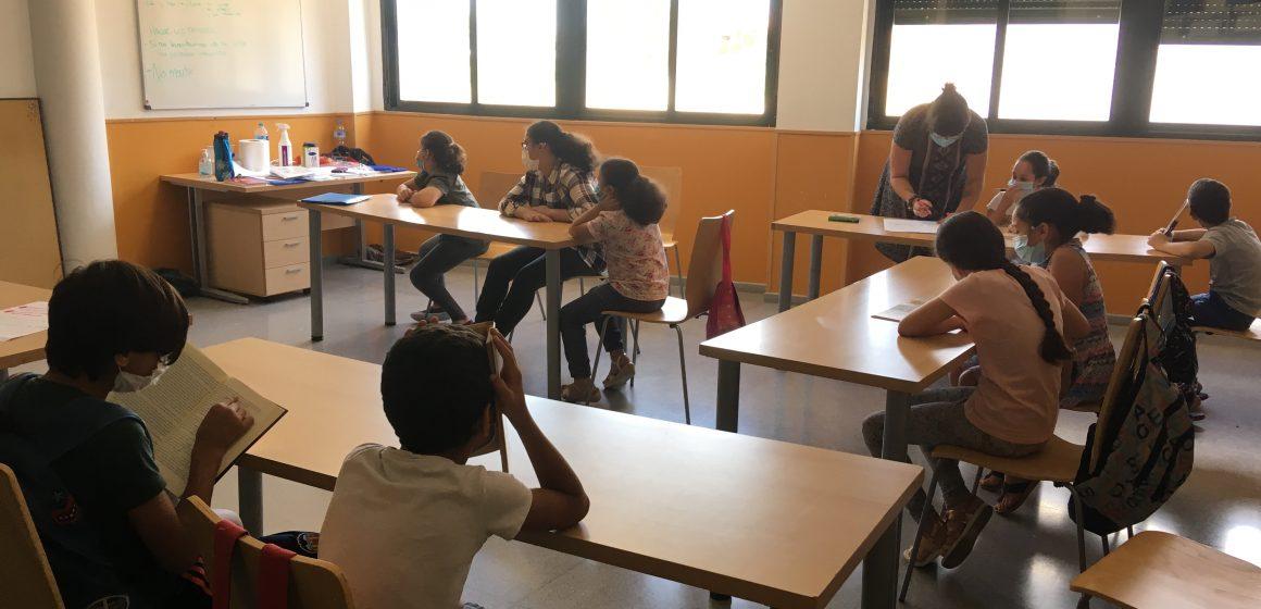 Xiquets i xiquetes d'Alzira participen en un projecte de formació educativa i convivència intercultural