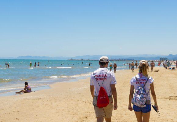 La Generalitat anuncia la contractació de 1.000 auxiliars en les platges per a la campanya 'Estiu segur 2021'