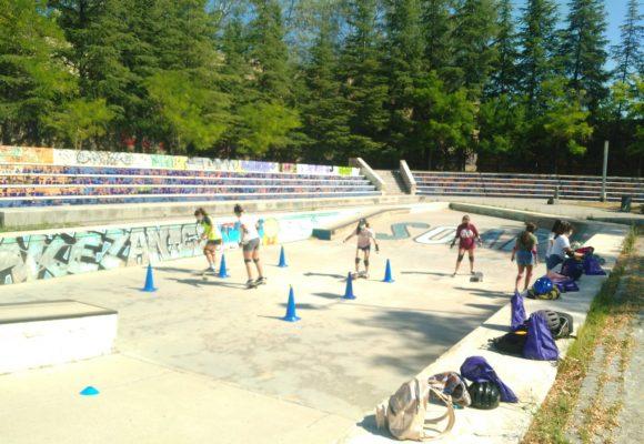 La regidoria d'Igualtat de l'Ajuntament d'Alcoi porta a terme un taller d'iniciació al Skateboarding per a dones