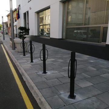 L'Ajuntament de El Real de Gandia instal·la 4 nous aparcabicis amb 8 places, per impulsar la mobilitat sostenible al municipi