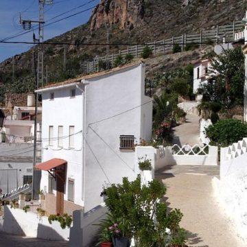 L'alcalde de Cullera anuncia un pla per a rehabilitar el barri del Pou