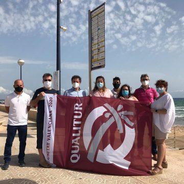 La bandera de Qualitur ja oneja a la platja de Miramar
