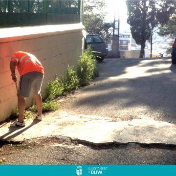 L'Ajuntament d'Oliva continua amb els treballs de desbrossaments a les vies públiques de la localitat