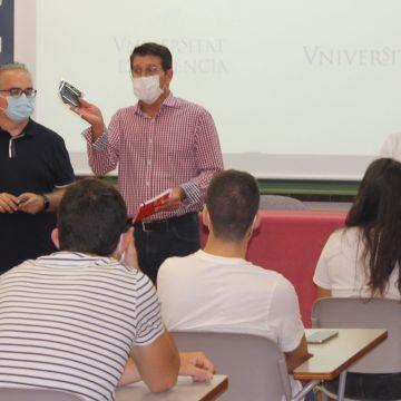 Ontinyent protegeix els seus universitaris amb mascaretes del Clúster Tèxtil Sanitari