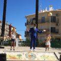 El públic infantil de Simat de la Valldigna gaudeix amb la màgia de Ferran Mas