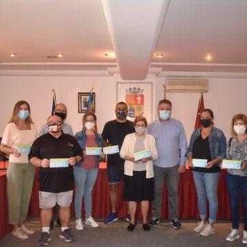 L'Alcúdia de Crespins fa entrega dels xecs regal de 30 euros als guanyadors del mes