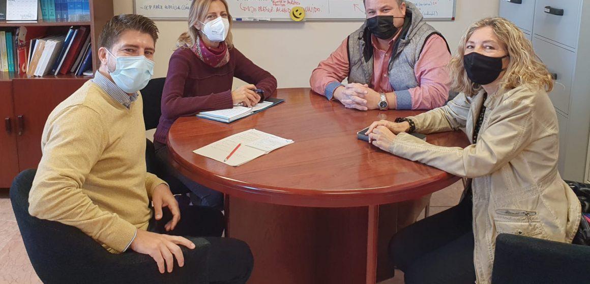 El regidor d'Educació es reuneix amb la directora territorial per a tractar la problemàtica de l'assistència presencial alterna en els centres educatius de Sueca