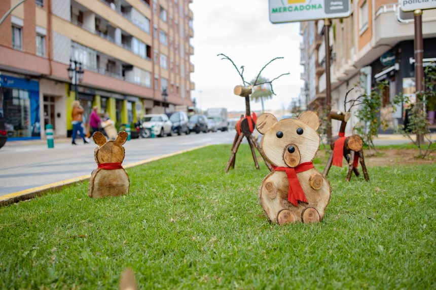 Galeria: Les figuretes de Nadal de Cullera fetes en restes de poda