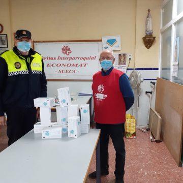 La Policia Local de Sueca reparteix lots de mascaretes a associacions sense ànim de lucre de la ciutat
