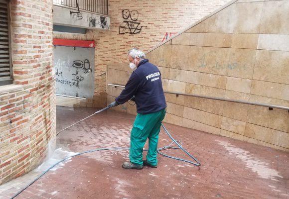 La campanya De cara a la paret, de l'Ajuntament d'Alzira promou la neteja de pintades als edificis de la ciutat