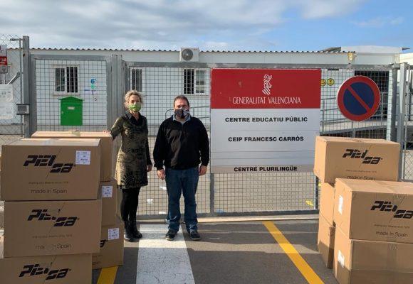 L'Ajuntament de la Font d'en Carròs entrega al CEIP Francesc Carròs 300 mantes anticoronavirus
