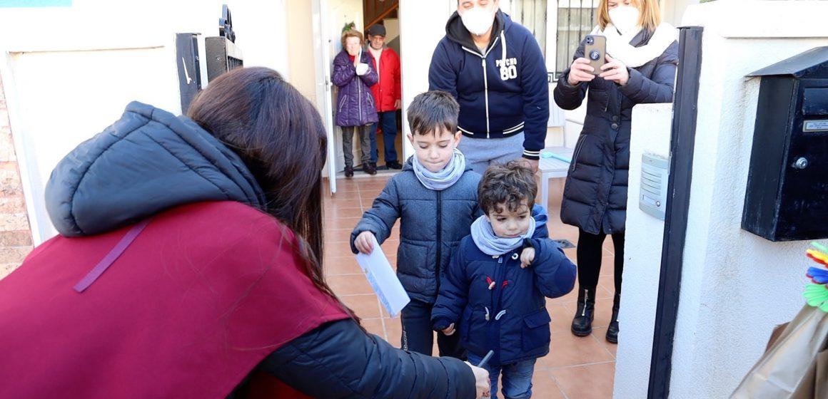 Els Reis Mags repartixen 3.000 bossetes amb sorpreses als xiquets i xiquetes de Cullera