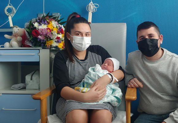Thiago, el primer xiquet que naix a La Ribera en 2021