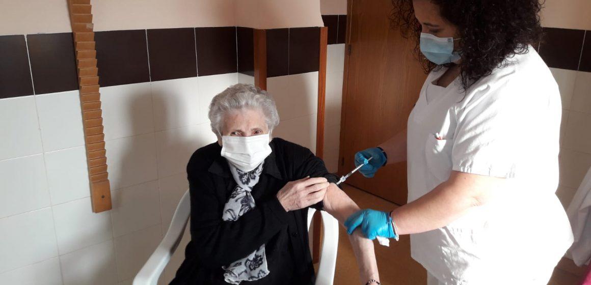 El Departament de Salut de la Ribera comença a administrar la segona dosi de la vacuna enfront del coronavirus