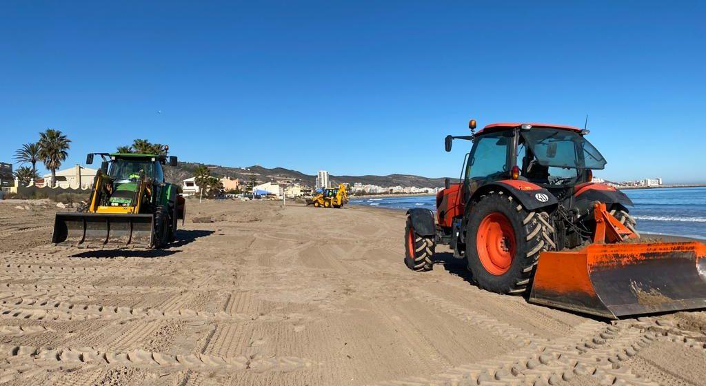 Cullera retira 20.000 quilos de residus i canyes arrossegades pel temporal 'Filomena'