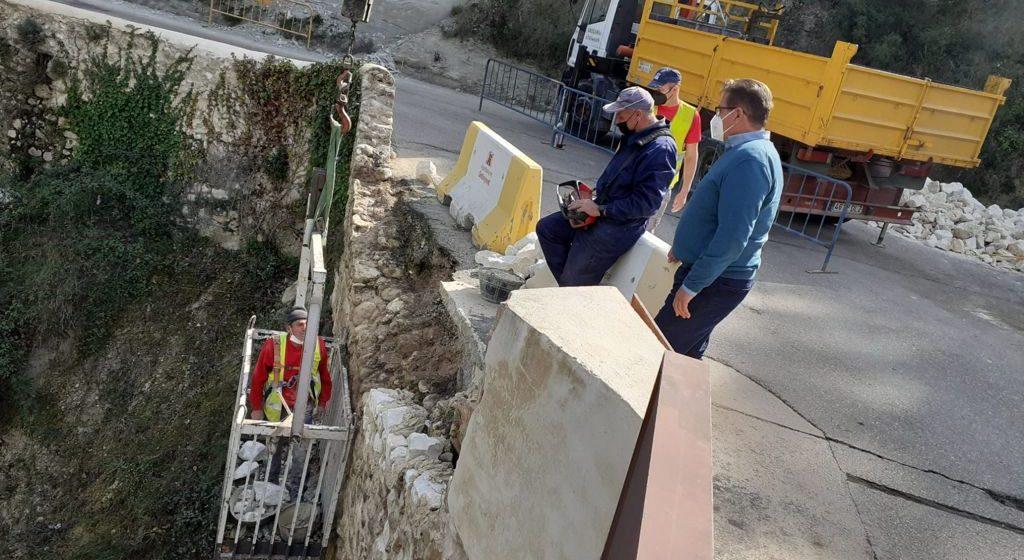 Ontinyent repara els murs de pedra de l'accés al Pont de la Costa del SXVIII