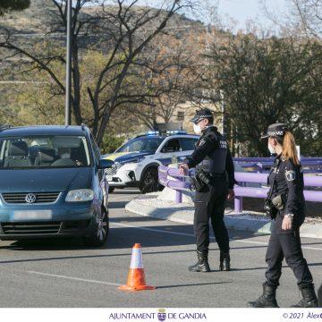 La Policia Local de Gandia sanciona 74 persones per incomplir el tancament perimetral durant el quart cap de setmana de dispositiu