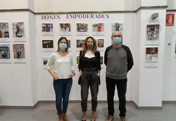 Simat inaugura l'exposició «Dones empoderades»
