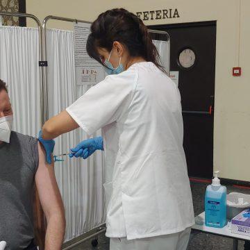 El Departament de Salut de la Ribera vacunarà a prop de 8.000 docents de la comarca en quatre dies