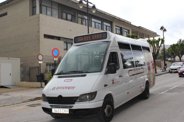 Ontinyent amplia l'horari del bus urbà gratuït per facilitar l'accés al punt de vacunació massiva