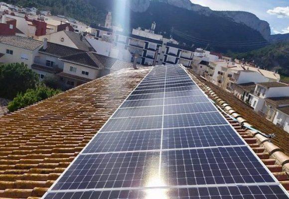 Xeresa instal·la plaques solars als edificis municipals