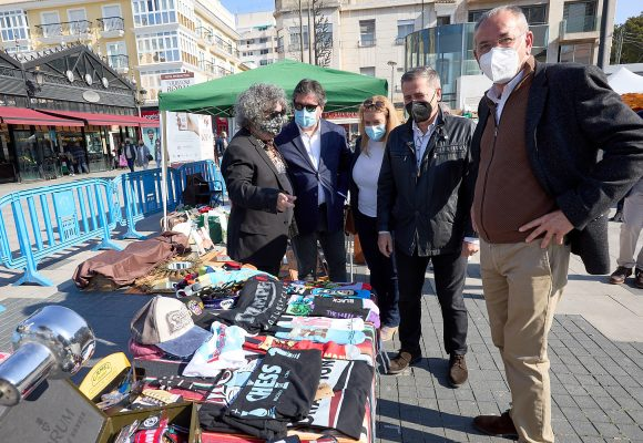 Èxit de visites i vendes del primer Mercat 'Vintage' Gandia
