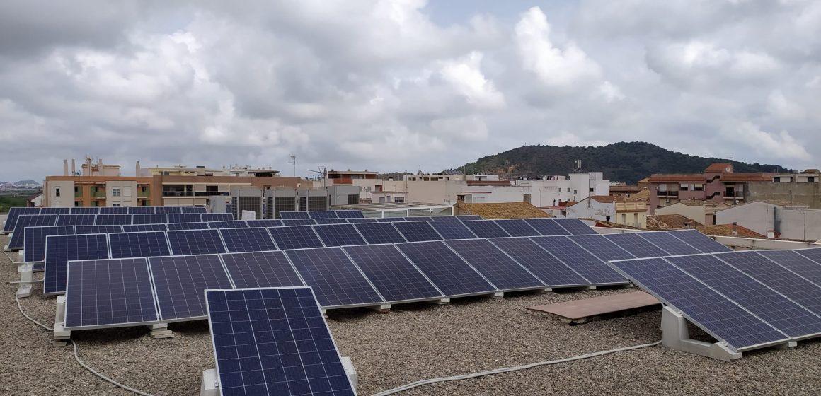 L'Ajuntament de la Font d'en Carròs instal·la plaques fotovoltaiques als edificis municipals
