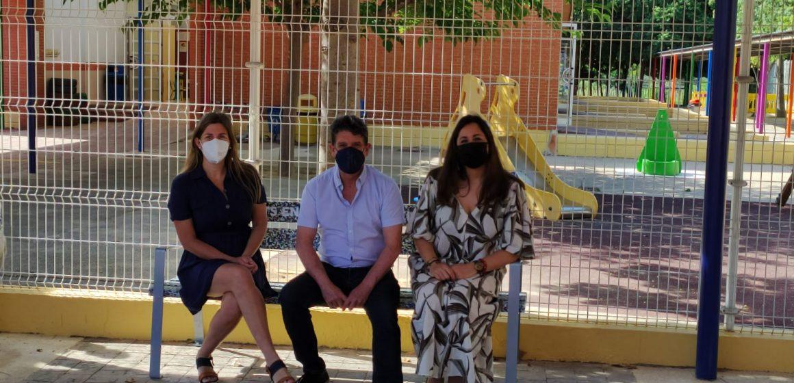 La inauguració del Banc de la Sostenibilitat culmina el projecte de foment del reciclatge en el CEIP Gregori Mayans i Ciscar