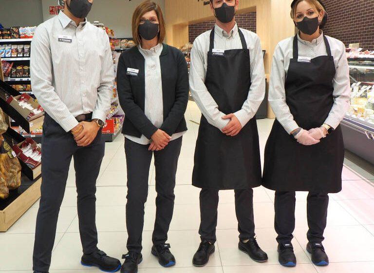 La cadena de supermercats Masymas renova el vestuari del personal